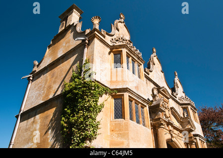 The Jacobean Gatehouse to Stanway Manor was built around 1630 in typical Cotswold honeyed-stone, Stanway, Cotswolds, - Stock Photo