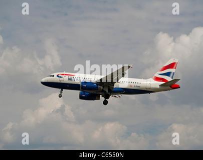 British Airways Airbus 319-131 approaching London Heathrow Airport.   SCO 7579 - Stock Photo