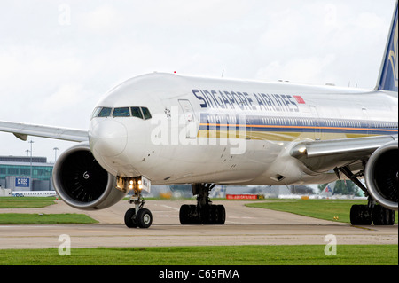 A Singapore Airlines aircraft prepares for take off from Manchester Airport - Stock Photo