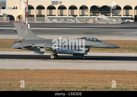 Danish Air Force F-16AM jet fighter taxiing for departure from Malta during the Libyan conflict, 31 July 2011 - Stock Photo