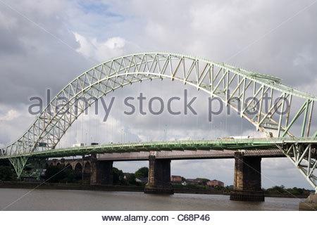 widnes transporter bridge to runcorn on the river mersey - Stock Photo