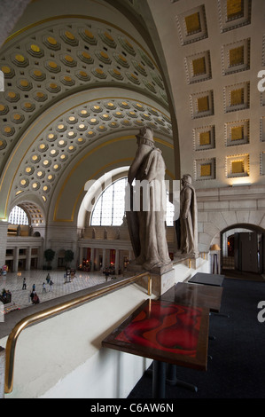 Union Station, Washington DC, A view of the entrance and lobby from a balcony above. - Stock Photo