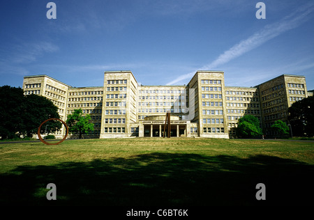 Southern facade of former IG Farben and now Pölzig building of the Goethe University in Frankfurt am Main. - Stock Photo