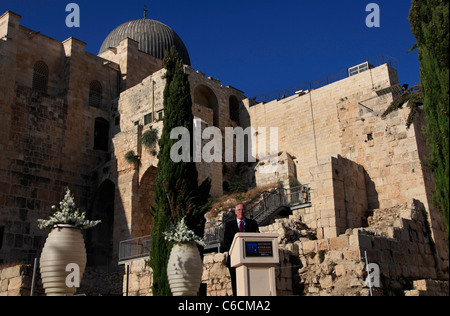 US radio personality Glenn Beck hosts rally supporting Israel in the Old city of  Jerusalem Israel - Stock Photo