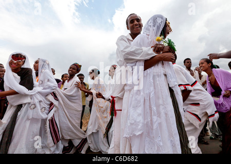 Traditional Oromo wedding celebrations taking place on the road to Harar in the Eastern Highlands, Ethiopia, Africa. - Stock Photo