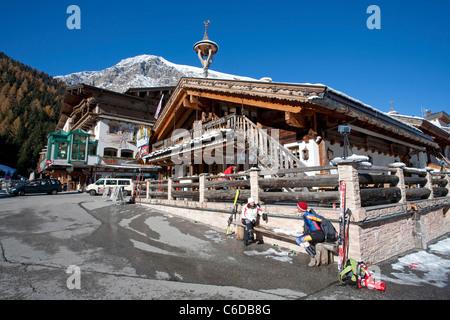 Hotel und Partyhaus in der Talstation, Hintertuxer Gletscher, Hintertux, Tuxertal, Hotel and Partyhouse, Tenne - Stock Photo