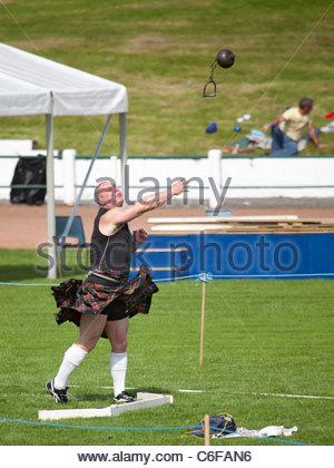 'Heavy' athlete competing in the hammer throw in the Heavy Events at the Cowal Highland Gathering 2011 - Stock Photo