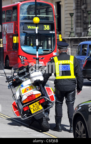 Police officer and motorcycle, Westminster, London, Britain, UK - Stock Photo