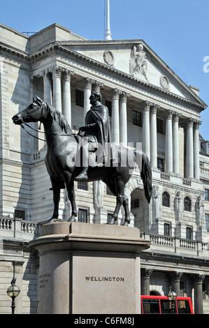 London street scene Duke of Wellington & horse statue with Bank of England beyond in Threadneedle Street financial - Stock Photo