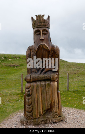 Carved wooden representation of a King from the Lewis chess set near the dunes where it was found, Traigh Uige in - Stock Photo