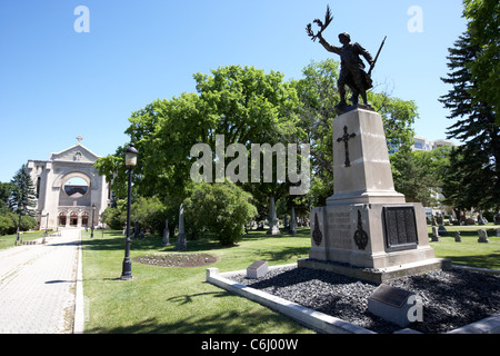 first world war memorial in the grounds of saint boniface cathedral french quarter winnipeg manitoba canada - Stock Photo