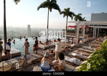 Sands Skypark Infinity Swimming Pool On The 57th Floor Of Marina Bay Stock Photo 49052804 Alamy