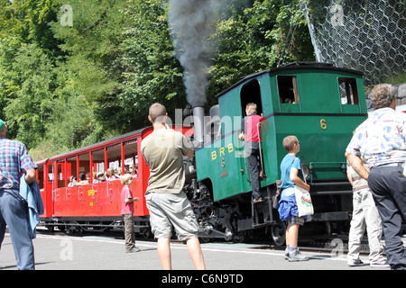 With people watching from the platform Steam locomotive number 6 leaves Brienz station with a train on the Brienz - Stock Photo