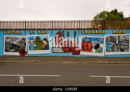 Mural welcoming vistitors to the Shankill Road. 'We are Proud, Defiant, Welcoming' - Stock Photo
