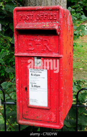 A Red Post Office Post Box, Cambridge, England, UK - Stock Photo