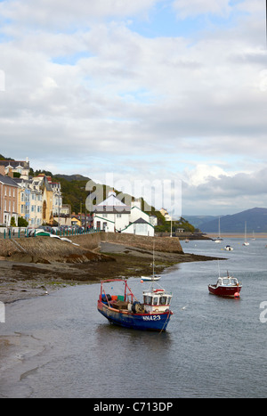 The sea-front t Aberdyfi at the mouth of the estuary of River Dyfi in Gwynedd, Wales. Areas is popular with holiday - Stock Photo