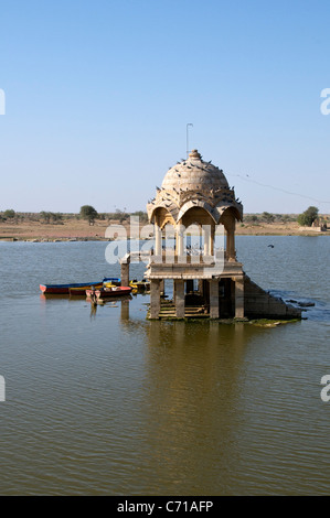 Small Hindu temple Gadi Sagar Lake Jaisalmer Western Rajasthan India - Stock Photo