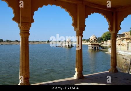 Small Hindu temples Gadi Sagar Lake Jaisalmer Western Rajasthan India - Stock Photo