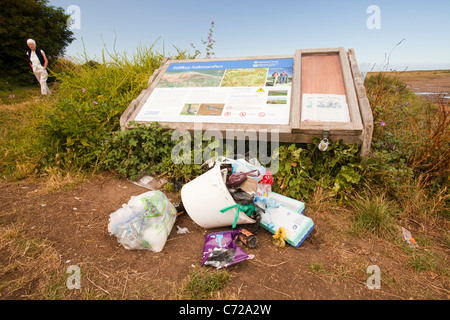 Rubbish left by the side of the North Norfolk coast path at Stiffkey. - Stock Photo
