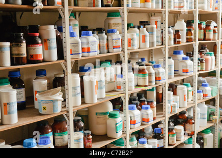 how to store chemicals in the laboratory