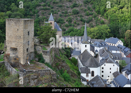 The village Esch-sur-Sûre / Esch-Sauer with castle ruins along the river Sauer / Sûre, Luxembourg - Stock Photo