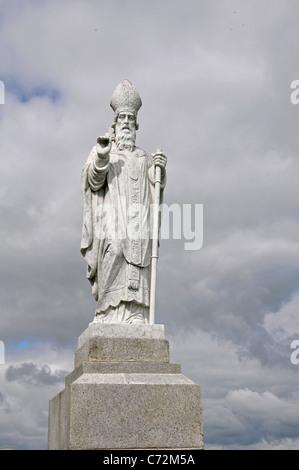 Statue of St Patrick holding shamrock,  Hill of Tara, County Meath, Ireland - Stock Photo