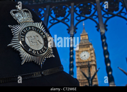 Metropolitan Police helmet badge Westminster STOP & SEARCH outside Houses of Parliament on terrorism alert security - Stock Photo