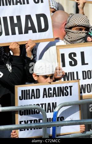 9 11 Anniversary Muslim Protesters Outside Us Embassy London Stock Photo