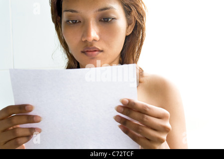 Young woman reading a letter - Stock Photo