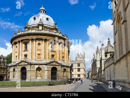 The Radcliffe Camera (home to the Radcliffe Science Library) with All Souls College on right, Radcliffe Square, - Stock Photo