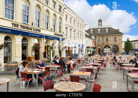 Pubs and Cafes in front of the Museum in Market Square, Warwick, Warwickshire, England, UK - Stock Photo