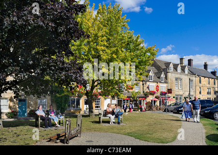 Centre of the Cotswold town of Stow-on-the-Wold near the Old Stocks Hotel, Gloucestershire, England, UK - Stock Photo