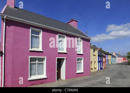 Brightly coloured houses in the village of Eyeries, West Cork, Rep of Ireland. - Stock Photo