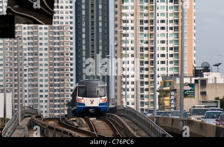 BTS Skytrain approaches Saphan Taksin statin in bangkok. - Stock Photo