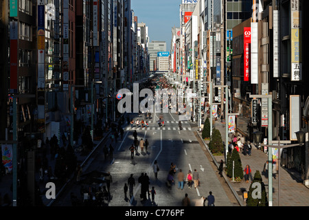 Asia, Japan, Honshu, Tokyo, Ginza, fashionable shopping and entertainment district viewed along Chuo Dori Street - Stock Photo
