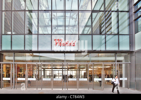 Exterior view of the Westfield Stratford City shopping centre on its opening day - Stock Photo