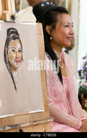 Waterperry Arts in Action 2011 - artist and model 3 - Stock Photo