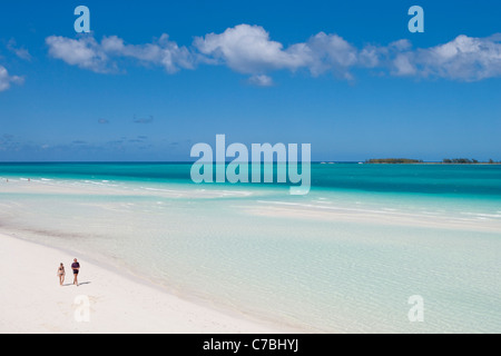 People strolling along Playa Pilar beach with Cayo Media Luna in the distance Cayo Guillermo (Jardines del Rey) - Stock Photo