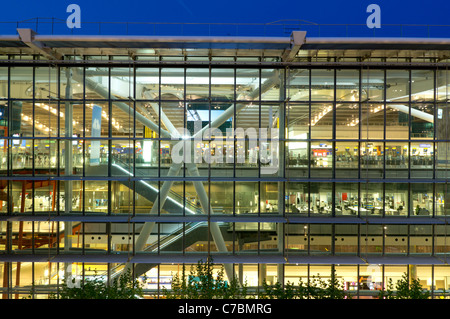 uk, england, Heathrow airport terminal 5 building dusk - Stock Photo