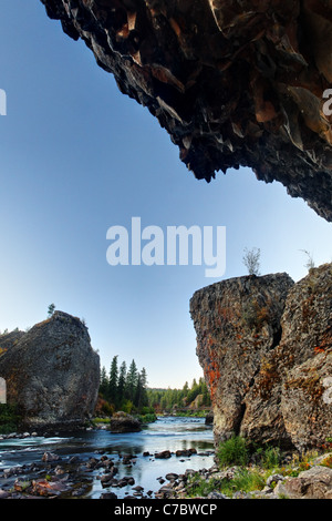 The Spokane River flows between basalt towers in an area known as Bowl and Pitcher, Riverside State Park , Spokane, - Stock Photo