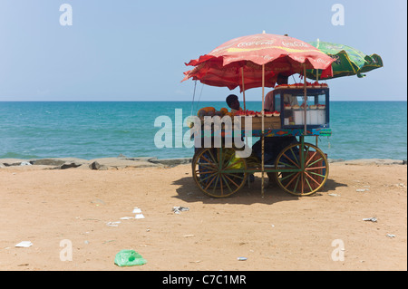 The beach of Pondycherry, french colonial town in Tamil Nadu province, India. - Stock Photo