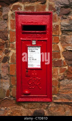 A GR Post Box cast by W.T. Allen and Co of London in Torquay, Devon, England - Stock Photo