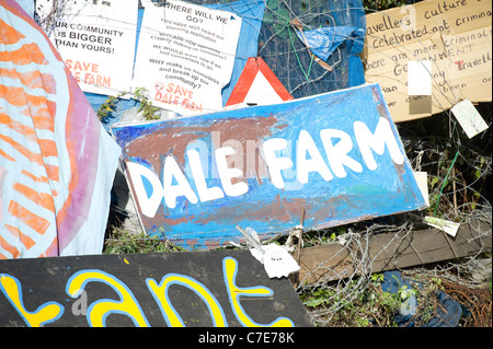 Dale Farm eviction. Painted signs a placards around the barricaded entrance to the illegal traveller site that awaits - Stock Photo