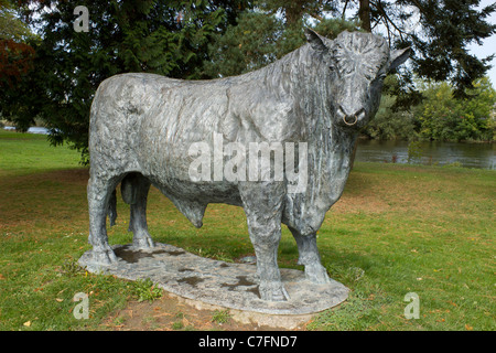 Welsh Black bull statue, Builth Wells Powys Wales UK. - Stock Photo
