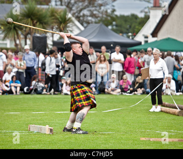 'Heavy' athlete throwing the Hammer, Scots Standing Style, at Brodick Highland Games, Isle of Arran - Stock Photo