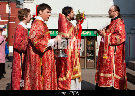 Easter celebrations outside the Cathedral of Our Lady of Kazan on the Red Square in Moscow, Russia. - Stock Photo