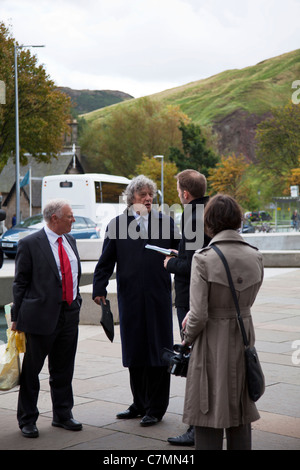 Protest Outside Parliament, Edinburgh, Scotland. Sir Tom Stoppard leads Parliament protest against language funding - Stock Photo