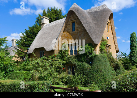 Thatched cottage in the Cotswold village of Great Tew, Oxfordshire, England, UK - Stock Photo