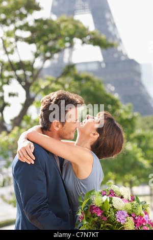 Romantic couple with the Eiffel Tower in the background, Paris, Ile-de-France, France - Stock Photo