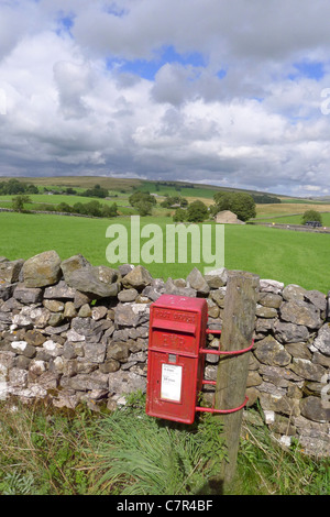 A Royal mail post box attached to a pole in a remote area near Ravenstonedale Kirkby-Stephen, Cumbria Yorkshire - Stock Photo